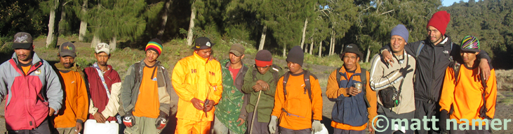 Guides and porters can be hired at the Pak Tasrip Homestay and are strongly recommended as this Web site was donated by a hiker who lost his way while alone at the top and was stuck on the mountain for 2 days before reuniting with a Search and Rescue team.